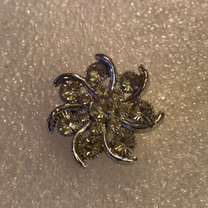 Vintage crystal flower brooch